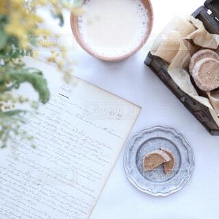 食べ物,カフェ,花,アンティーク,ドライフラワー,皿,リラックス,クッキー,カフェオレ,おうちカフェ,ドリンク,おうち,ライフスタイル,テキスト,おうち時間