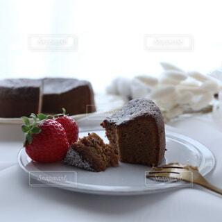 食べ物,カフェ,風景,ケーキ,アンティーク,いちご,デザート,テーブル,皿,リラックス,チョコレート,甘味,おいしい,ガトーショコラ,おうちカフェ,ドリンク,おうち,菓子,ライフスタイル,チョコケーキ,イチゴ,おうち時間