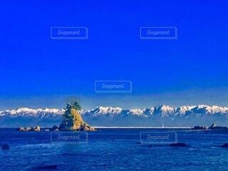 雨晴海岸から望む立山連峰の写真・画像素材[4054307]