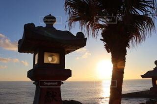 海,太陽,朝日,水平線,樹木,正月,お正月,宮崎,日の出,新年,日南,初日の出,眺め,フェニックス,鵜戸神宮,燈籠