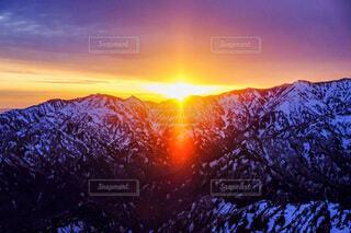 自然,風景,空,雪,屋外,朝日,雲,夕暮れ,山,登山,正月,お正月,日の出,冬山,新年,初日の出,覆う
