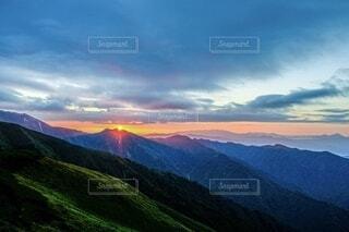 自然,風景,空,屋外,朝日,雲,山,登山,丘,正月,お正月,日の出,高原,新年,初日の出,山脈,くもり,山登り,日中,山腹,バック グラウンド