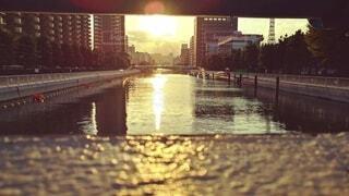 空,建物,屋外,湖,川,水面,反射,都会,高層ビル