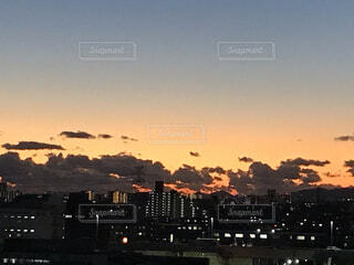 空,建物,哀愁,雲,夕暮れ,タワー,都会,高層ビル,梅田,仕事終わり,北摂,夕飯時