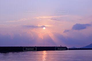 自然,海,空,屋外,朝日,雲,夕暮れ,水面,海岸,沖縄,清々しい,日の出,マジックアワー
