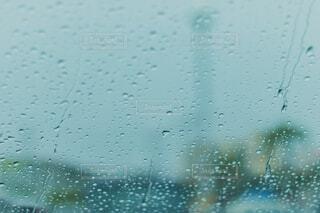 自然,夏,冬,雨,青,水,窓,水色,窓辺,雫,しずく,ドロップ,雨粒,霧雨,液滴