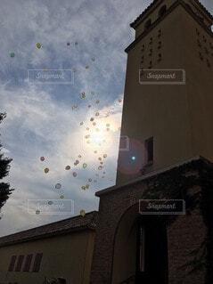空,雲,風船,教会,日中,ウェディング