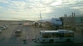 ターマックの上に座っている大型旅客機の写真・画像素材[4110158]