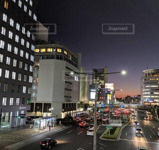 空,建物,夜,夜景,夕暮れ,車,都市,夕方,都会,高層ビル,神戸,外灯,三宮,車両,幹線