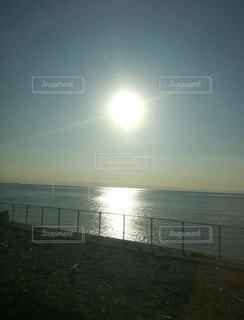 自然,海,空,屋外,湖,太陽,朝日,ビーチ,雲,水面,海岸,朝,地平線,日の出,初日の出,眺め,リセット,始まり,新しい朝,昇る太陽,はじまりは今
