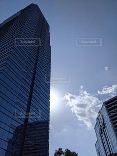 風景,空,建物,ビル,雲,青い空,街,ガラス,タワー,都会,オフィス,高層ビル,会社,オフィス街,サラリーマン,OL,仕事,ミラー,ビジネス,コントラスト,日中,アーキテクチャ