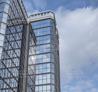 空,建物,ビル,屋外,雲,晴れ,窓,反射,ガラス,タワー,オフィス,高層ビル,仕事,ミラー,ビジネス,アーキテクチャ