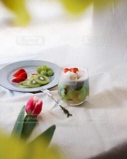 テーブルの上のフルーツの写真・画像素材[4078931]