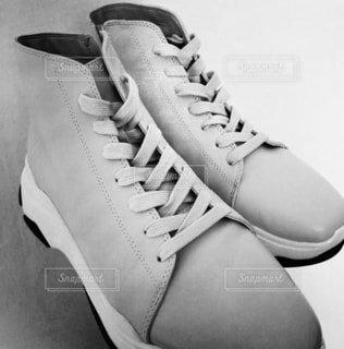 靴,スニーカー,履物,ハイカットスニーカー,黒と白