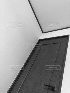 屋内,モノクロ,扉,ドア,黒と白