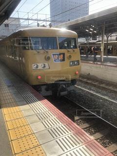 岡山駅停車中の快速サンライナーの写真・画像素材[4324152]