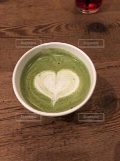 食べ物,カフェ,コーヒー,屋内,温かい,優しい,テーブル,ハート,オシャレ,リラックス,食器,カップ,可愛い,幸せ,甘い,ラテアート,美味しい,おうちカフェ,ミルク,ドリンク,みどり,ほっこり,一息,ホット,おうち,落ち着く,ライフスタイル,抹茶ラテ,飲料,うっとり,カワイイ,キレイ,ボウル,ホッと,コーヒー カップ,おうち時間