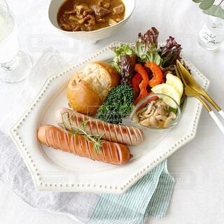 食べ物,おうちごはん,食事,ランチ,テーブル,野菜,ワンプレート,布,ウインナー,ソーセージ,ブランチ,大皿,ワンプレートごはん,ジョンソンヴィル