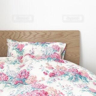 インテリア,屋内,フラワー,女子,家具,枕,寝具,寝室,ベッド,ファブリック,マットレス,ベッドシーツ,布団カバー,ベッドのフレーム