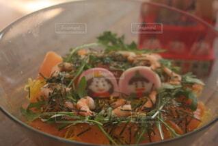 ひな飾りとちらし寿司の写真・画像素材[4271403]