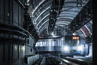 トンネルを走る地下鉄の写真・画像素材[4073107]