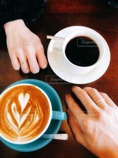 カフェ,コーヒー,手,ティータイム,カップ,ラテアート,カフェオレ,ドリンク,ラテ,デート,ペアリング,コーヒー カップ