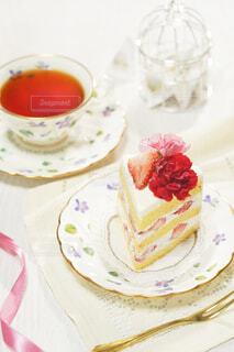 母の日 カーネーションのケーキの写真・画像素材[4404256]