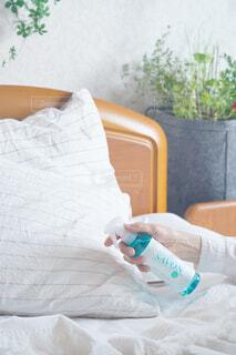 インテリア,屋内,植物,ボトル,家具,枕,寝具,ベッド,ファブリック,レールデュサボン,センシュアルタッチ,せっけんの香り,ファブリックスプレー
