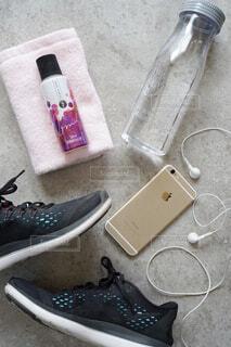 靴,屋内,ナイフ,床,ドリンク,アイテム,携帯電話,ベースミネラル