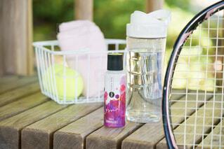 食べ物,屋外,水,テーブル,ボール,ボトル,テニス,木目,ベースミネラル