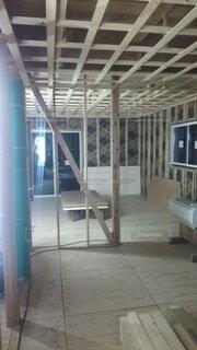 建物,屋内,階段,窓,家,床,ドア,家具,はしご,新築,職人,木材,建築,内装,つなぎ,構造,内部,内覧会,家造り,つなぎ融資