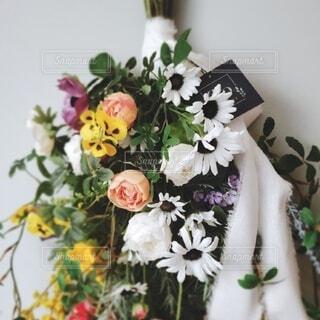 花,屋内,屋外,白,花束,花瓶,バラ,薔薇,壁,フラワーアレンジ,木目,花柄,草木,花屋,切り花