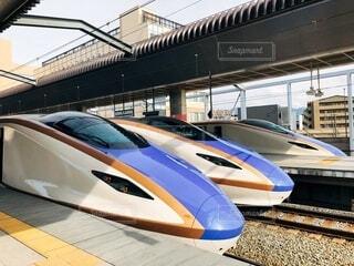 屋外,駅,旅,鉄道,新幹線,ホーム,車両,北陸新幹線,プラットフォーム,陸上車両
