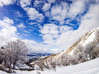 自然,風景,冬,雪,屋外,雲,山,スキー,運動,スノボ,ゲレンデ,斜面,ウィンタースポーツ,日中