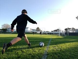 空,海外,緑,景色,草,ボール,人,サッカー,青春,思い出,友達,ニュージーランド,遊び場,スポーツ用品