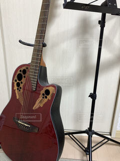 赤,ギター,楽器,音楽,譜面台,アコースティックギター