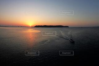 自然,風景,海,橋,屋外,太陽,朝日,水面,海岸,朝焼け,正月,お正月,日の出,新年,初日の出,浜比嘉島,出港