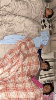 家族,子供,寝る,布団,毛布,兄弟,姉妹,ほっこり