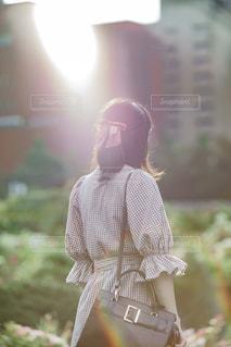 ドレスを着ている女性の写真・画像素材[858917]