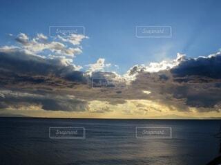 自然,風景,海,空,屋外,太陽,朝日,ビーチ,雲,夕暮れ,水面,海岸,正月,お正月,地平線,日の出,新年,初日の出,コントラスト,日中