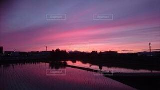 自然,風景,空,屋外,朝日,雲,夕暮れ,水面,夜明け,正月,お正月,日の出,新年,初日の出,今晩,朝の赤い空