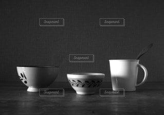 コーヒー,食事,屋内,花瓶,テーブル,マグカップ,食器,カップ,紅茶,陶器,ティーポット,ケトル,ボウル,食器類,セラミック,コーヒー カップ,磁器,受け皿,水差し,スチル写真