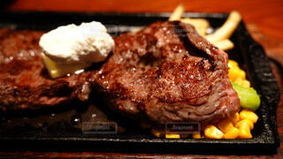 食べ物,屋内,グリル,肉,料理,焼肉,カルビ,牛肉,ステーキ,焙煎,リブ,サーロインステーキ,ステーキソース,豚肉のステーキ,チョップ肉,リブアイステーキ,ショートリブ