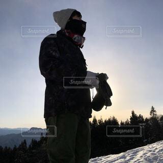 男性,空,冬,雪,屋外,山,朝焼け,人,朝,運動,スノボ,スノーボード,斜面,ウィンタースポーツ
