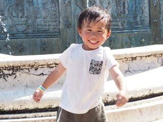 子ども,風景,建物,屋外,笑顔,少年