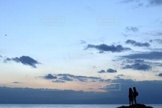 2人,自然,風景,空,カップル,屋外,雲,青,夕焼け,海岸,影,シルエット,仲良し,青春,彼氏,彼女,黄昏時,フォトジェニック