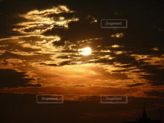 自然,風景,空,屋外,太陽,雲,黒,夕暮れ,オレンジ,光,日の出,雲間,くもり,茶,フォトジェニック,インスタ映え