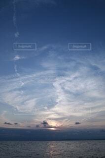 自然,風景,海,空,屋外,太陽,雲,青空,青,夕焼け,夕暮れ,水面,海岸,明るい,くもり,黄昏時,フォトジェニック