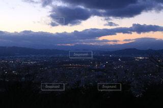 夕暮れの街と光の写真・画像素材[4088640]