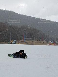 冬,雪,スキー,運動,スノボ,男の子,スノーボード,ウィンタースポーツ,転んだ